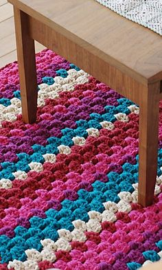 Hmm, I wonder if I& ever get around to actually trying this. Easy crochet rug or blanket - includes pattern Tunisian Crochet Stitches, Crochet Stitches Patterns, Crochet Designs, Crochet Simple, Diy Crochet, Crochet Crafts, Crochet Rugs, Blanket Crochet, Motif Mandala Crochet