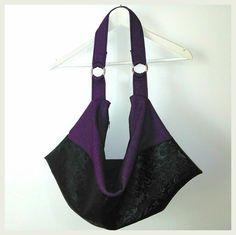 Sac Swing cousu par Les mains en l'Air en simili noir et jeans violet. Patron www.sacotin.com