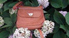 Polka en liège luxe marron cousu par Julie - Patron Sacôtin Julie, Fashion Backpack, Backpacks, Bags, Conkers, Sewing, Handbags, Backpack, Backpacker