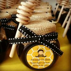 Mommy to BEE - Honey party favors! SO adorable for a baby shower! Fiesta Baby Shower, Baby Shower Party Favors, Baby Shower Centerpieces, Baby Shower Cakes, Baby Shower Parties, Baby Shower Themes, Baby Boy Shower, Baby Shower Gifts, Shower Ideas