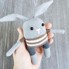 Har testhæklet den sødeste lille kanin for @vildehjerte Så nem og hurtig lille opskrift som I skal glæde jer til #hæklet #hæklerier #unkeldesign #vildehjerte #crochet #crocheting #garn #yarn #haken #amigurumi
