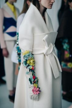 Backstage at Delpozo, Fall/Winter 2016 Look Fashion, Fashion Details, Runway Fashion, Autumn Fashion, Womens Fashion, Fashion Design, Fashion Trends, Couture Details, New York Fashion