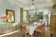An 18th-century French crystal chandelier crowns the dining room of this New Orleans townhouse, where decorator Nicky Haslam added a carved-and-painted trellis-pattern dado.
