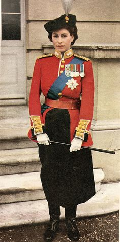 A young Queen Elizabeth II in the uniform of Colonel in Chief, The Grenadier Guards ready for Trooping the Colour. Princess Elizabeth, Queen Elizabeth Ii, Princess Diana, Lady Diana, Die Queen, Royal Queen, Isabel Ii, Her Majesty The Queen, Queen Of England