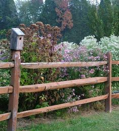 Robbie Goddard sharing front yard fence ideas and awesome related websites Side garden fence Sept 27 07 # Unique Garden, Easy Garden, Indoor Garden, Outdoor Gardens, Fence Landscaping, Backyard Fences, Garden Fencing, Country Fences, Rustic Fence