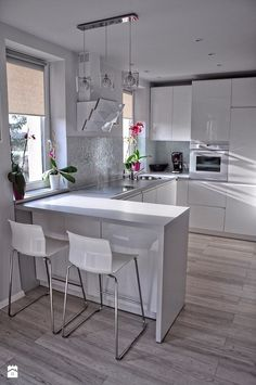 There is no question that designing a new kitchen layout for a large kitchen is much easier than for a small kitchen. A large kitchen provides a designer with adequate space to incorporate many convenient kitchen accessories such as wall ovens, raised. Apartment Kitchen, Home Decor Kitchen, Kitchen Living, Kitchen Interior, New Kitchen, Home Kitchens, Kitchen Ideas, Kitchen Corner, Kitchen Small