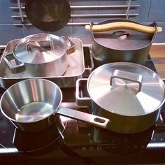Uusi vuosi on hyvä aloittaa puhtaalta pöydältä liedeltä kaapeista lattiasta.... #siivoushullu #iittala #iittalatools #tools #arabiafinland #sarpaneva #keittiö #kök #kitchen #cleaningday #steel