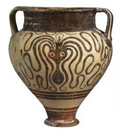 (Minoan Octopus Jug Style octopus flask, Minoans on Crete, Middle Bronze Age - 1600 BC) - second palace period (after rebuild), British Museum. Creta, Historical Artifacts, Ancient Artifacts, Minoan Art, Greek Pottery, Pottery Art, Mycenaean, Greek Art, Prehistory