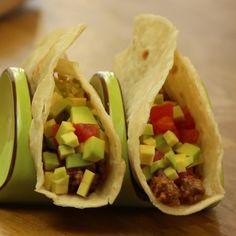 Σπιτικές τορτίγιες Recipe For Success, Pleasing Everyone, Deli, Tacos, Easy Meals, Cooking, Ethnic Recipes, Food, Meal