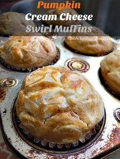 Pumpkin Cream Cheese Swirl Muffins Recipe, Pumpkin Cheesecake Muffins, Pumpkin Cream Cheeses, Keto Cheesecake, Just Desserts, Delicious Desserts, Dessert Recipes, Yummy Food, Light Desserts