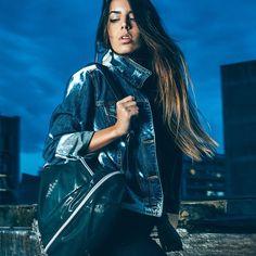 Da academia ao ambiente de trabalho, a mochila ULTRA GLOW é uma ótima opção para quem busca praticidade sem abrir mão do estilo. . . MOCHILA ULTRA GLOW tap @labellamafiabrasil e depois clique no link em azul do perfil. . #labellamafia #labellamafiaworldwide #schoolbag #backpack #fashion #instafashion #accessory #fashionfitness #moda #mochila #lookdodia #ootd