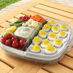 It's the ultimate entertaining piece! The clear inner trays each have 3 wells with solid walls to keep food from mixing. This tray is incredibly versatile—use any combination of divided and cooling inserts depending on your needs! Pampered Chef Party, Pampered Chef Recipes, Luncheon Menu, Charcuterie Recipes, Party Food Platters, Brunch Party, Luau Party, Food Stations, Party Buffet