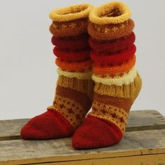 Ravelry: Regnbuesokker pattern by Borghild Kolås Crochet Leg Warmers, Crochet Slippers, Knit Crochet, Knitting Socks, Loom Knitting, Hand Knitting, Rainbow Socks, Sock Toys, Ravelry