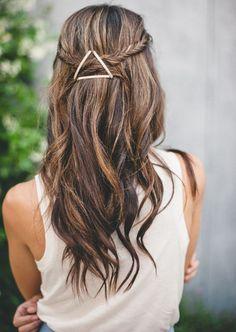 Barrette plates en triangle: superbe idée pour accessoiriser les coiffures les plus simples