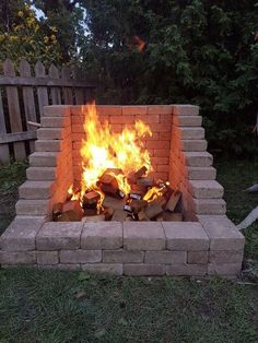 diy outdoor projects DIY Fire Place/Pit: Want a great accent to your backyard, but tight on space? Try this DIY Fire Place/Pit Build that has a high back wall so that you can keep Backyard Fireplace, Brick Fireplace, Diy Outdoor Fireplace, Fireplace Ideas, Diy Exterior Fireplace, Fireplace Update, Fireplace Design, Diy Fire Pit, Fire Pit Backyard