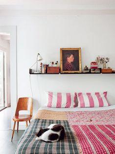 Versatile Bedroom Decor: Shelves Above the Bed - Fox Home Design Patio Interior, Interior Design, Home Bedroom, Bedroom Decor, Calm Bedroom, Casual Bedroom, Bedroom Ideas, Linen Bedroom, Budget Bedroom