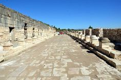 İşte bin 550 yıllık restoran  Gölhisar ilçesindeki Kibyra Antik Kenti'nde yapılan kazılarda Doğu Romalılar döneminde kullanılmış yaklaşık bin 550 yıllık olduğu belirtilen restoran bulundu.Burdur- Gölhisar