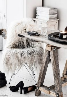 = sawhorse table and fur = Vintagepiken
