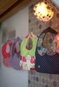sweet baby love # 1 - froufrou et capucine Sewing Patterns For Kids, Sewing Projects For Kids, Sewing For Kids, Sewing Crafts, Baby Couture, Couture Sewing, Laine Drops, Diy Pour Enfants, Kids Apron