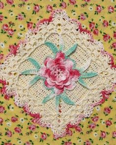 BC003 - Grandmama's Favorite Decorative Potholders and Hot Pads Download - Rose Centered Square