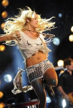 See Carrie Underwood pictures, photo shoots, and listen online to the latest music. Carrie Underwood Feet, Carrie Underwood New Album, Carrie Underwood Pictures, Country Female Singers, All American Girl, American Idol, Country Girls, Country Music, Miranda Lambert