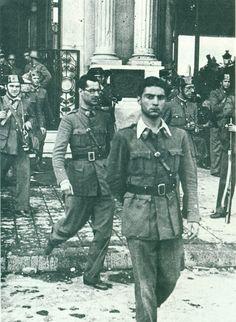 Barcelona, 19 de julio de 1936. Escoltados por la Guardia civil y la de asalto empiezan a salir del hotel Colón los militares rebeldes.