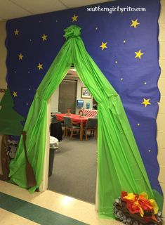 decor hallway Teacher Appreciation Week-Camping Theme Whether you& looking for inspiration for teacher appreciation week or for classroom bulletin board ideas? This camping themed decor is sure to give you some ideas! Vbs Themes, School Themes, Preschool Classroom, Classroom Themes, Classroom Camping Theme, Preschool Camping Theme, Forest Theme Classroom, Camping Bulletin Boards, Fall Classroom Door
