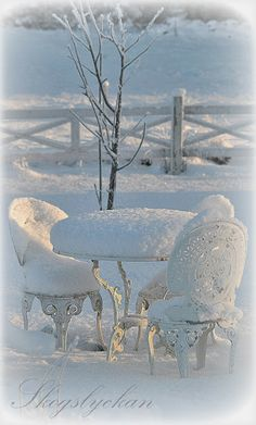 Snow covered garden table and chairs  <3  Atelje Skogslyckan
