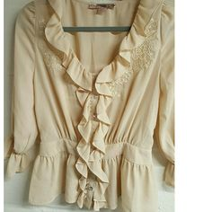 Pretty Creme Blouse sz Small Petite what a cute blouse, like new 21 Tops Blouses