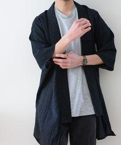 蔵出しのアンティーク着物を当方で野良着のようにリメイク致しました。和服の入門編としてデイリーに着用いただきたいです。海外ではこのてのアイテムがNoragi JacketやKimono Coatとして人気が高いです。