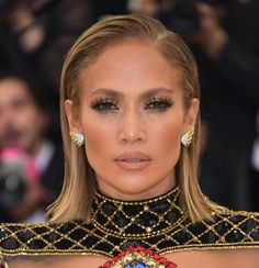 Jennifer Lopez makeup at the Met. #MetGala #Met #MetGala2018 #jlo