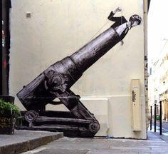 """Faster"", obra realizada por Levalet en Rue Marais, Paris"