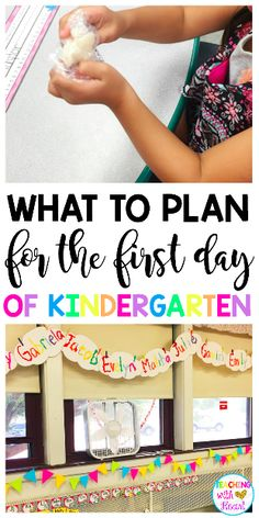 Free First Day of Kindergarten Lesson Plans - The first day of kindergarten can be stressful! It's always hard to figure out what to plan. Kindergarten First Week, Kindergarten Lesson Plans, Kindergarten Teachers, Kindergarten Activities, Preschool Schedule, Teaching Plan, Teaching Time, Teaching Ideas, Effective Classroom Management
