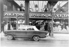 Στις αρχές του ΄90, τα πολυτελή καταστήματα άρχισαν να αντικαθιστώνται από τις λεγόμενες αλυσίδες και από τα εμπορικά κέντρα. Vintage Pictures, Old Pictures, Old Photos, Greece Pictures, Old Commercials, Thessaloniki, Athens Greece, Ancient Greek, Historical Photos