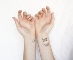 A small butterfly tattoo can represent many things like freedom, beauty and love. Check out this collection of 22 Awesome Small Butterfly Tattoo designs. Mini Tattoos, Little Tattoos, Wrist Tattoos, Body Art Tattoos, Tattos, Tatuajes Tattoos, Tattoo Girls, Tattoos For Women Small, Small Tattoos