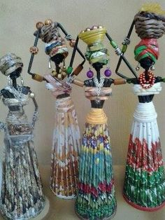 Recycled Magazine Crafts, Recycled Crafts, Bottle Art, Bottle Crafts, Paper Weaving, Weaving Art, Newspaper Art And Craft, Paper Beads Tutorial, Rolled Paper Art