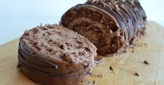 Viimeisin pätkisleivonnaiseni Pätkis-Moussekakku Brownies-pohjalla saavutti niin valtaisan suosion, että piti kehitellä taas jotain uutt... Something Sweet, Banana Bread, Crockpot, Sweet Tooth, Food And Drink, Rolls, Pudding, Sweets, Cookies