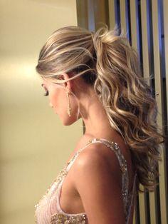 Sobre noivas Cabelo @priscila_lindsay Make @rodrigoramasmake Model @karinaflores Foto @ph_emerson Joias @lauramarchijoalheria Vestido @marcquadros #penteado #penteadodiva #penteados #rabodecavalo #luxo #linda #loira #top #salao1838 #1838salao #1838 #bride #noiva #preso #semipreso #meiopreso #presolateral #hair #hairdo #casar #casamento #penteadodiva