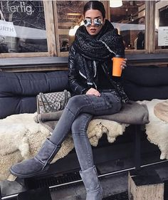 Your Shoes Secretly Say About You Winter chic outfit with cozy winter scarf and Gucci bag.Winter chic outfit with cozy winter scarf and Gucci bag. Winter Chic, Chic Winter Outfits, Winter Mode, Chic Outfits, Autumn Winter Fashion, Fall Outfits, Summer Outfits, Fashion Outfits, Cozy Winter