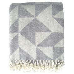 Ratzer Twist a Twill blanket, light grey ($110) ❤ liked on Polyvore featuring home, bed & bath, bedding, blankets, fillers, accessories, scarves, light grey, patchwork blanket and patchwork bedding