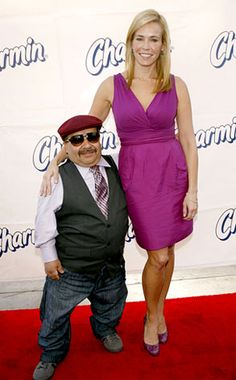 """Chelsea Handler - this is what 5'6"""" with a 27"""" waist looks like. Makes her an excellent role model for me."""