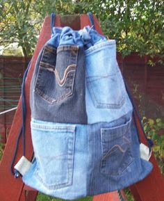 Backpack Drawstring bags made from jeans Jean Crafts, Denim Crafts, Blue Jean Purses, Sewing Jeans, Denim Purse, Denim Ideas, Drawstring Bags, Recycled Denim, Leather Wallets