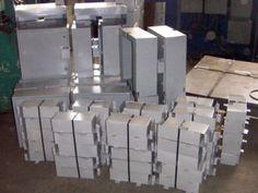 Cutie distributie, manson, protectie superioara si protectie inferioara  – cutie de distributie (cutie simpla cu doua inchideri si cutie cu inchidere  suplimentara)  Rack-uri 19″ sau ETSI     Un set pentru un bloc cu 4 nivele include:  – cutie distributie – 1 bucata/set  – manson lung (2,3m) – 3 bucati/set  – manson scurt (1,9m) – 1 bucata/set  – protectie superioara – 4 bucati/set  – protectie inferioara – 4 bucati/set Metal, Metals
