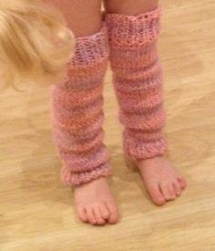 Easy little girl's legwarmers knitting pattern