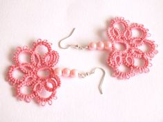 Pink Tatted Earrings with Pearls Half Flower Tatted door Hermitinas