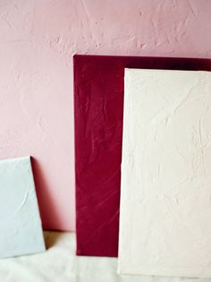 DIY Textured styling board tutorial via Magnolia Rouge Photography Supplies, Photography Ideas, Wedding Photography, Paint Drop, Acrylic Craft Paint, Arts And Crafts, Diy Crafts, Plaster Walls, Diy Tutorial