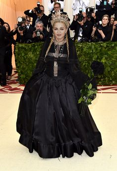 The first Monday in May annually brings together the great and the good from the realms of fashion and film for the Met Gala. See all of the Met Gala 2018 dresses and outfits straight from the red carpet, below. Oscar Dresses, Gala Dresses, Nice Dresses, Gala Gowns, Madonna Fashion, Blake Lively, Olaf, Robes D'oscar, Red Carpet Fashion