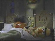 Sesamstraat - Ernie is reading a book.