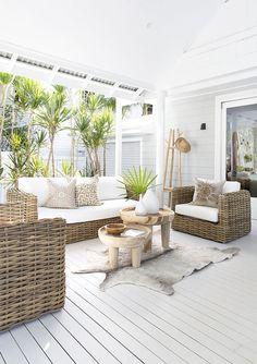 New outdoor patio table decor rugs 19 Ideas Patio Design, Exterior Design, Home Design, Furniture Decor, Furniture Design, Modern Furniture, Rustic Furniture, House Furniture, Garden Furniture