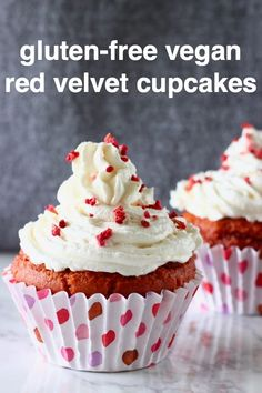 These Gluten-Free Vegan Red Velvet Cupcakes with cream cheese frosting are moist and fluffy, naturally coloured and much healthier than the traditional version! Dairy Free Cupcakes, Healthy Cupcakes, Dairy Free Eggs, Egg Free, Vegan Red Velvet Cupcakes, Vegan Christmas Desserts, Bridal Showers, Baby Showers, Cupcakes With Cream Cheese Frosting